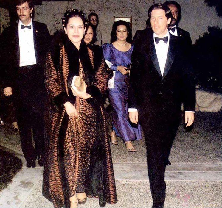 สมเด็จพันปีหลวง: Her Majesty Queen Sirikit Of Thailand