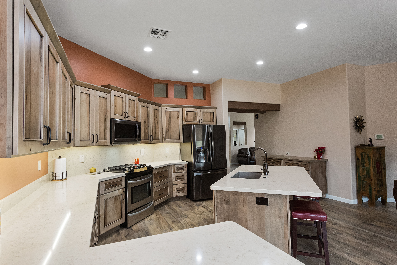 Cabinets In Natural Rustic Maple With Black Antique Glaze Design Remodel Southwest Kitchen Kitchen Remodel