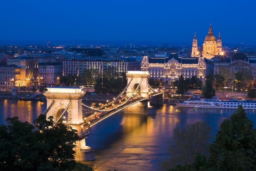 #Budapest bei #Nacht mit Blick auf die #Donau
