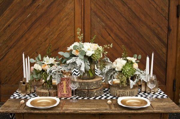 Tischdeko holzscheiben  Rustikale Hochzeitsdeko holzscheiben selber machen warme tischdeko ...