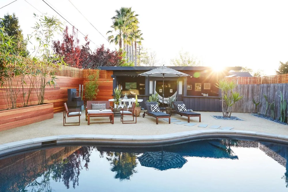 ️️ Eco Luxury Farmhouse Oasis with Pool and Sauna Houses