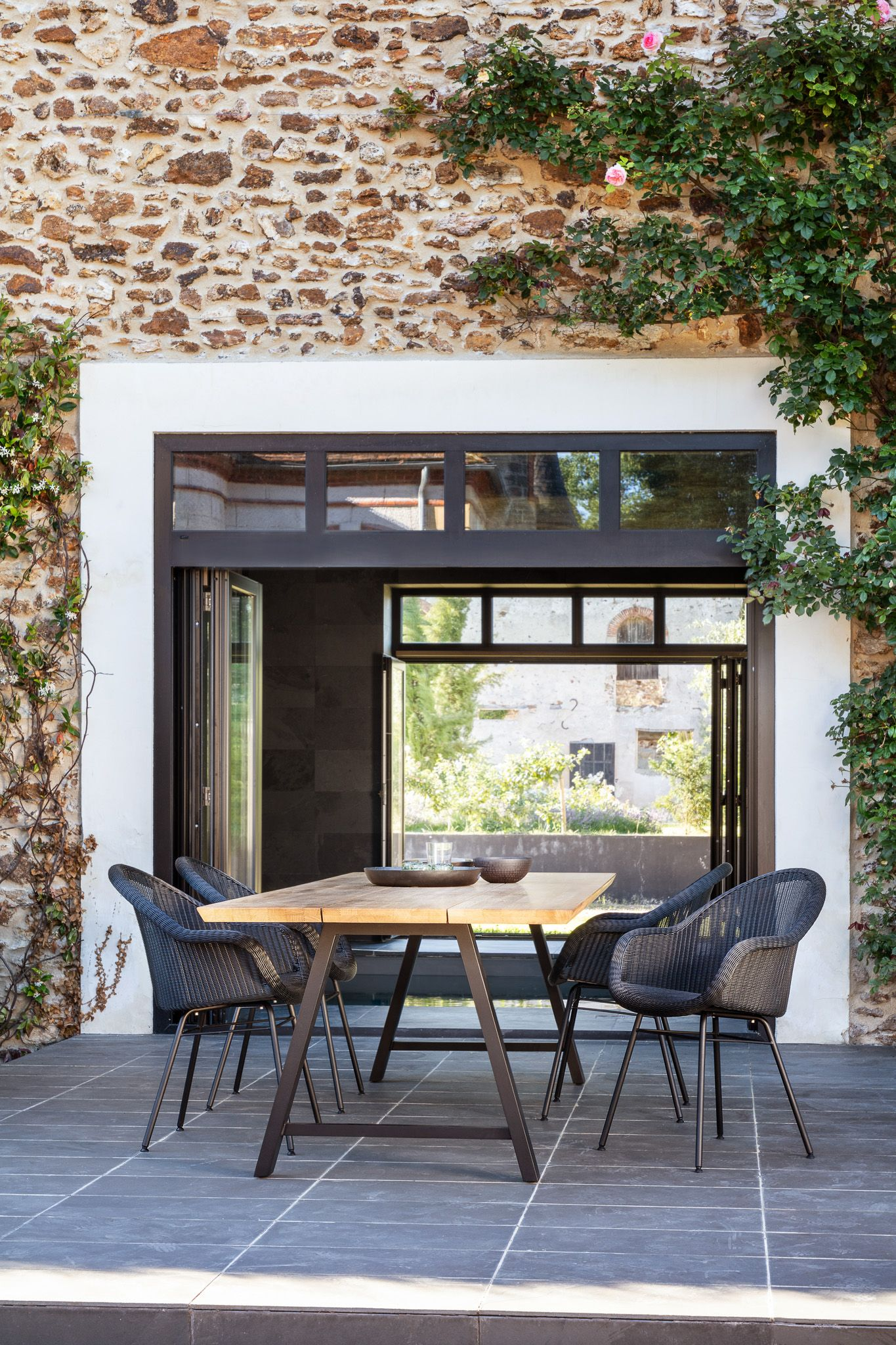 Dine Outdoors At This Solid Teak Table And Delicately Woven Outdoor Chairs By Vincent Sheppard Buitenstoelen Eettafel Meubel Ideeen