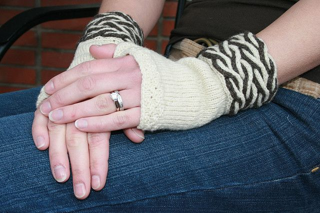 Dual Cable Fingerless Gloves