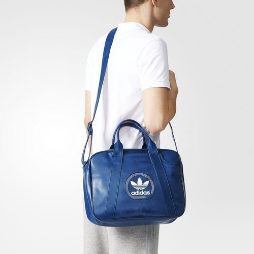 ca816384c BOLSA AIRLINER PERF ADICOLOR - Azul adidas | adidas Brasil | Leather ...