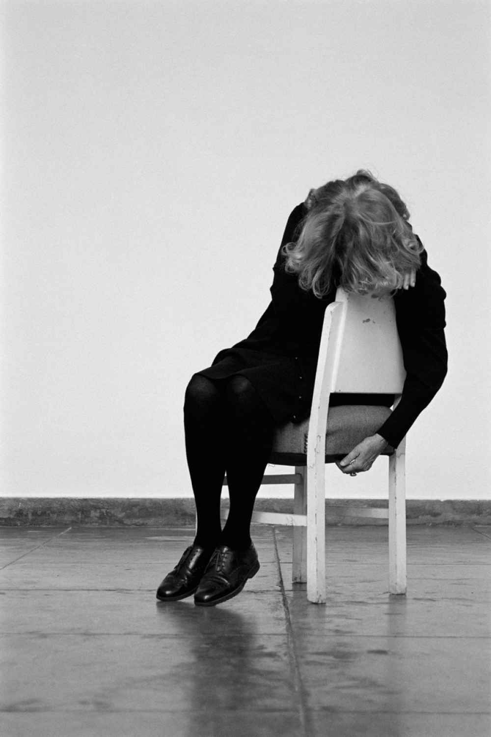 Black and white chair photography - Helena Almeida A Cadeira Branca The White Chair 2013 Source