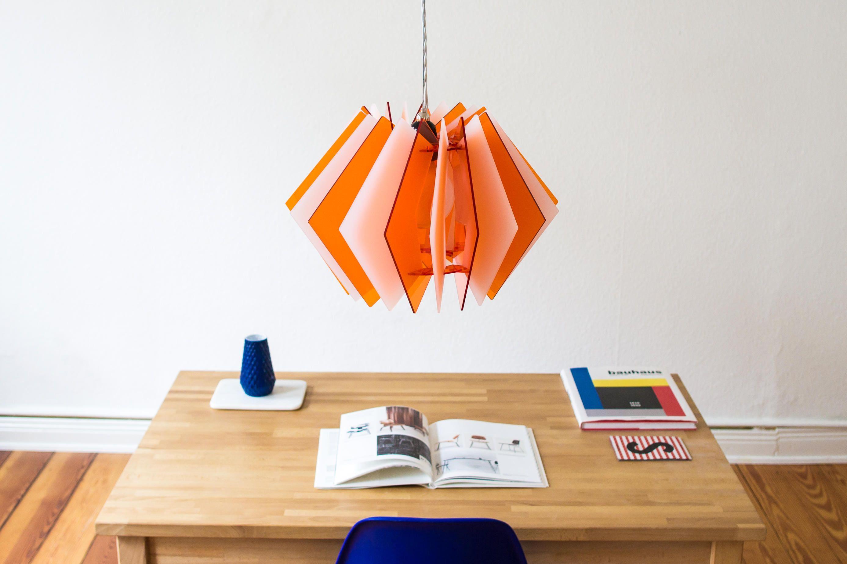 Die L16 Lampen Serie ist eine dekorative und handgefertigte Acrylglas Designer Lampe in moderner Optik