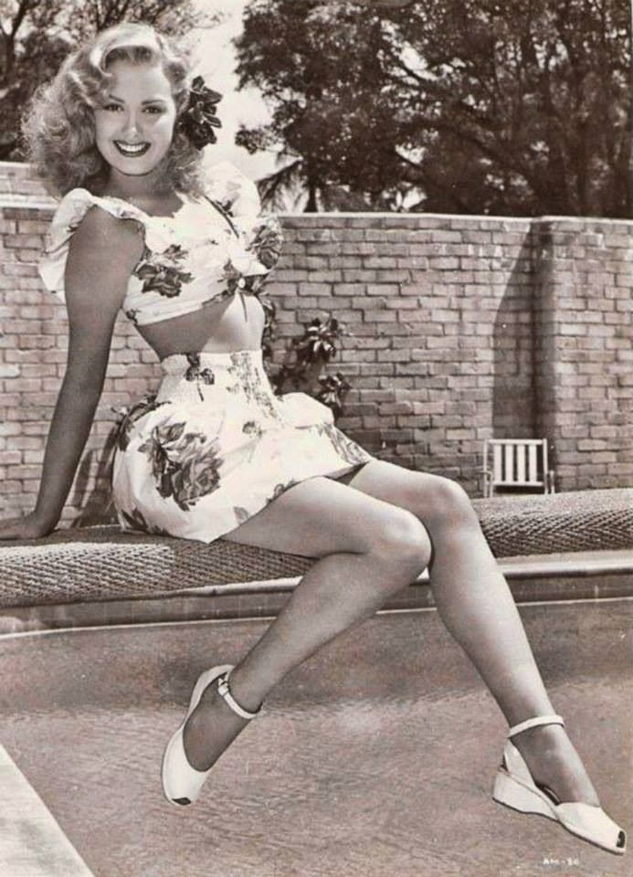 1940s pretty lady in her summer set. I wish we still dressed like this... …