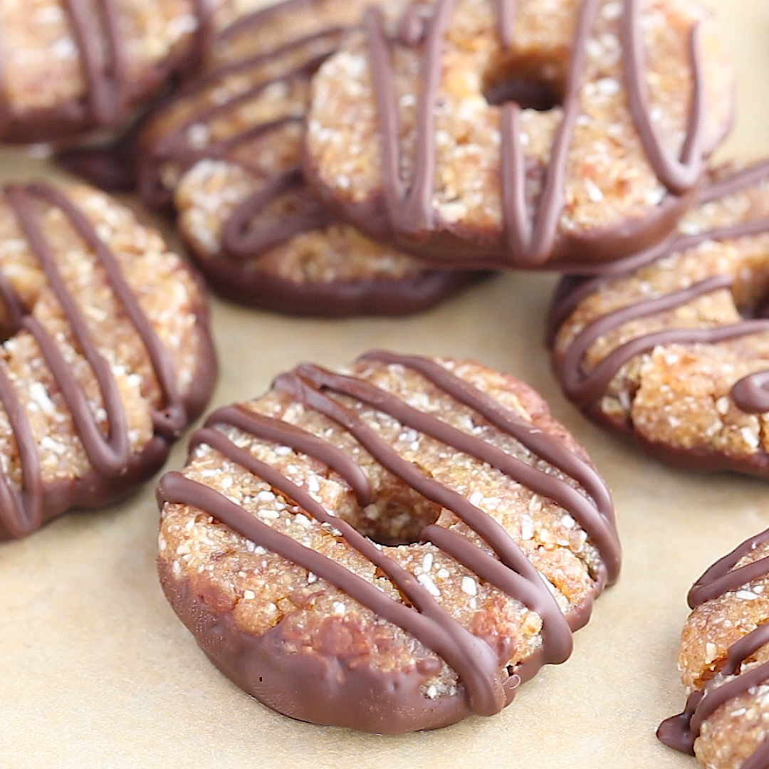 It's Girl Scout cookie season and I've got a treat for you. Healthy and simple (but incredible!) 4-Ingredient Samoas that might just taste better than the real deal. Shh…. don't tell the Girl Scouts. Vegan, gluten-free and paleo-friendly.