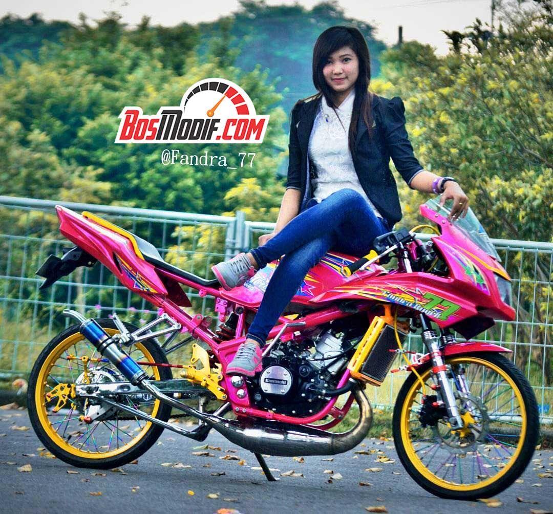 Modifikasi Motor Kawasaki Ninja Dan Cewek Keren Naik Tangki Mobil