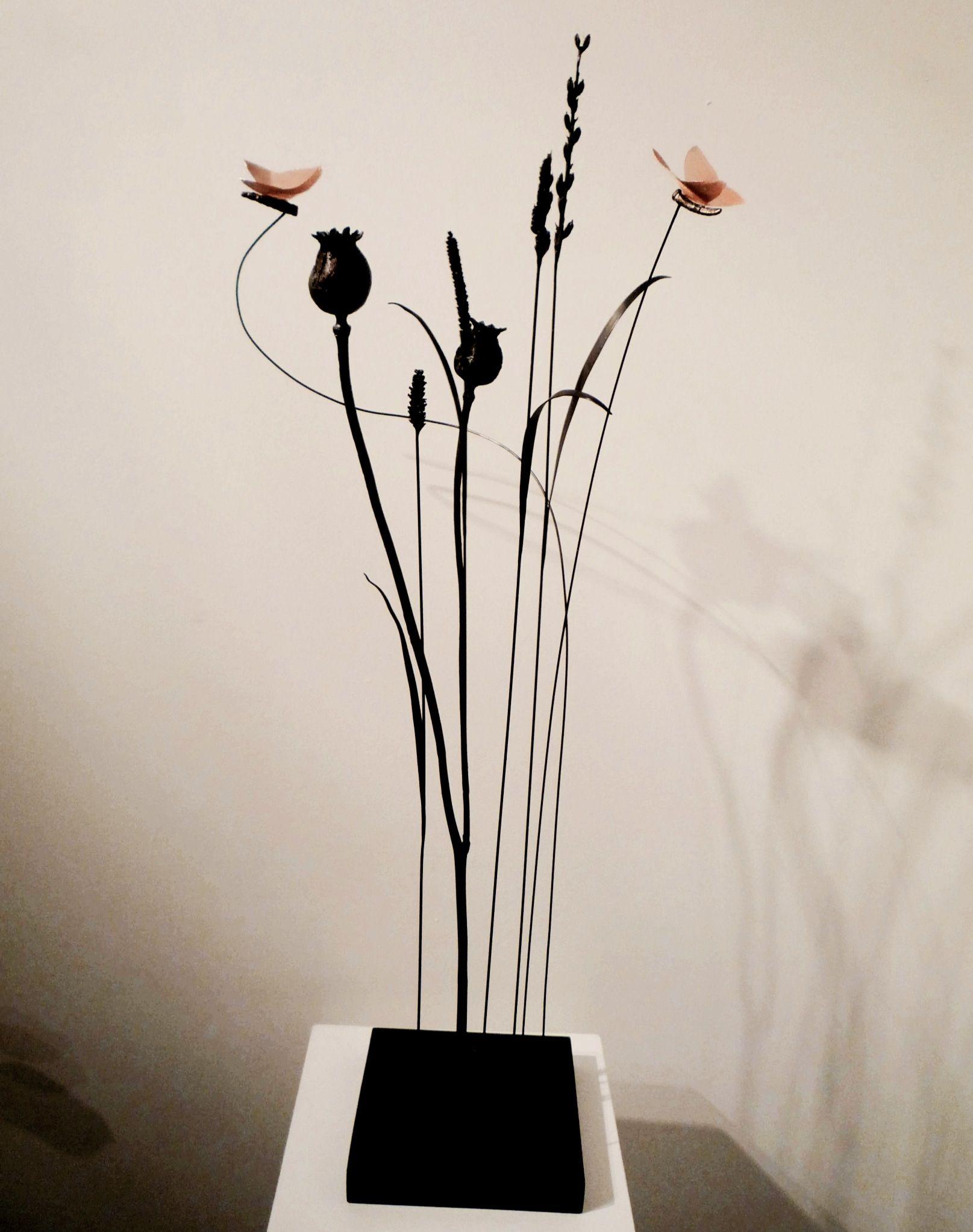 """Anne K Imbert - """"Un petit bout de jardin"""" #annekimbert #samagra #art #bronzesculpture #sculpture #suspendedsculpture #artcontemporain #contemporaryart"""