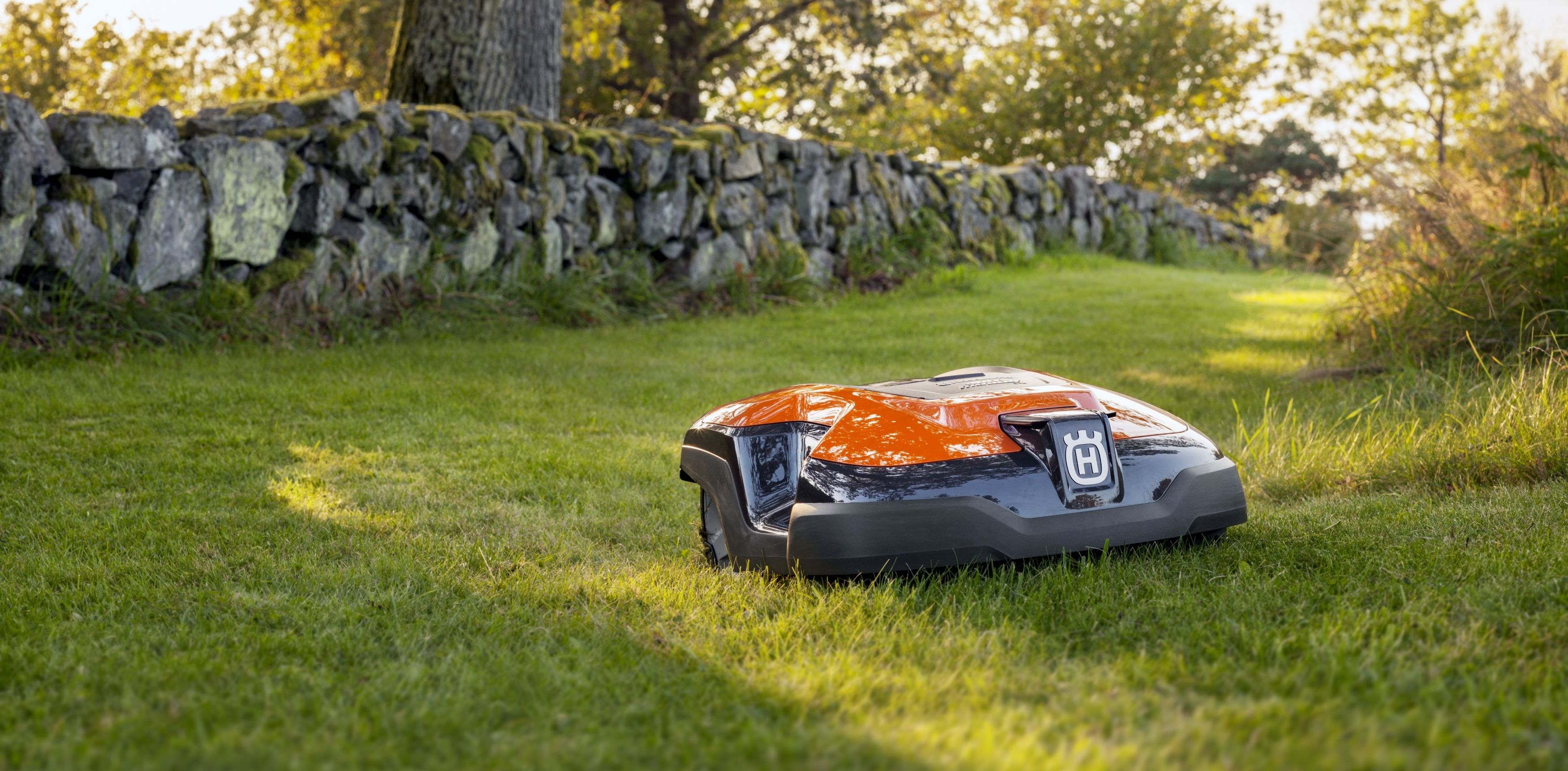 neuer automower 310 in orange automower rasenroboter rasenm her roboter pinterest. Black Bedroom Furniture Sets. Home Design Ideas