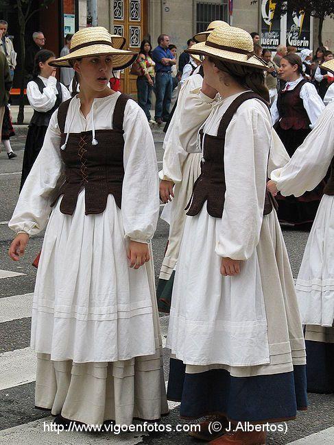 7851e4526 Resultado de imagen de Traje de gallegas | Spain | Trajes, Ropa ...