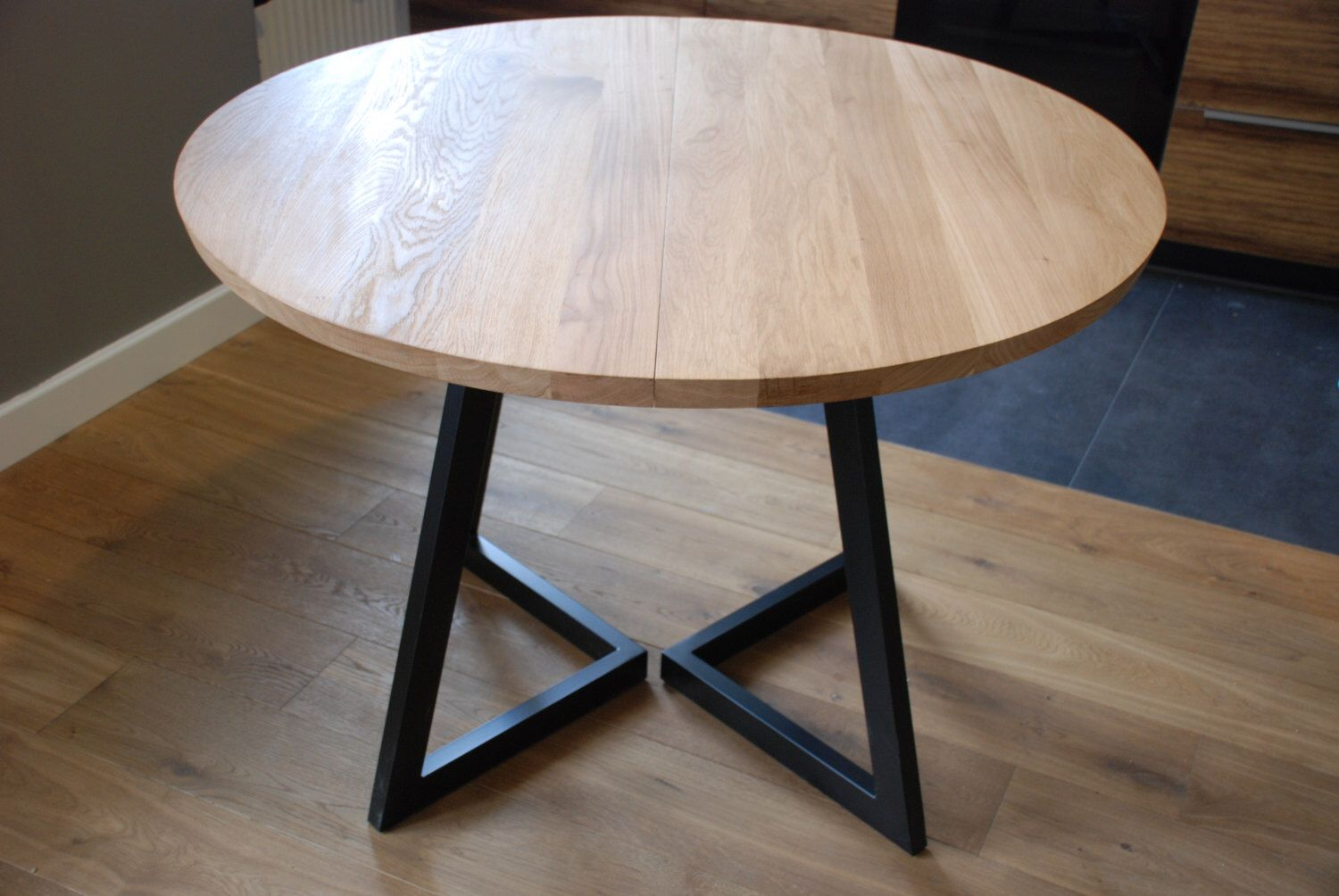 Extendable round table modern design steel and timber by for Table ronde design extensible