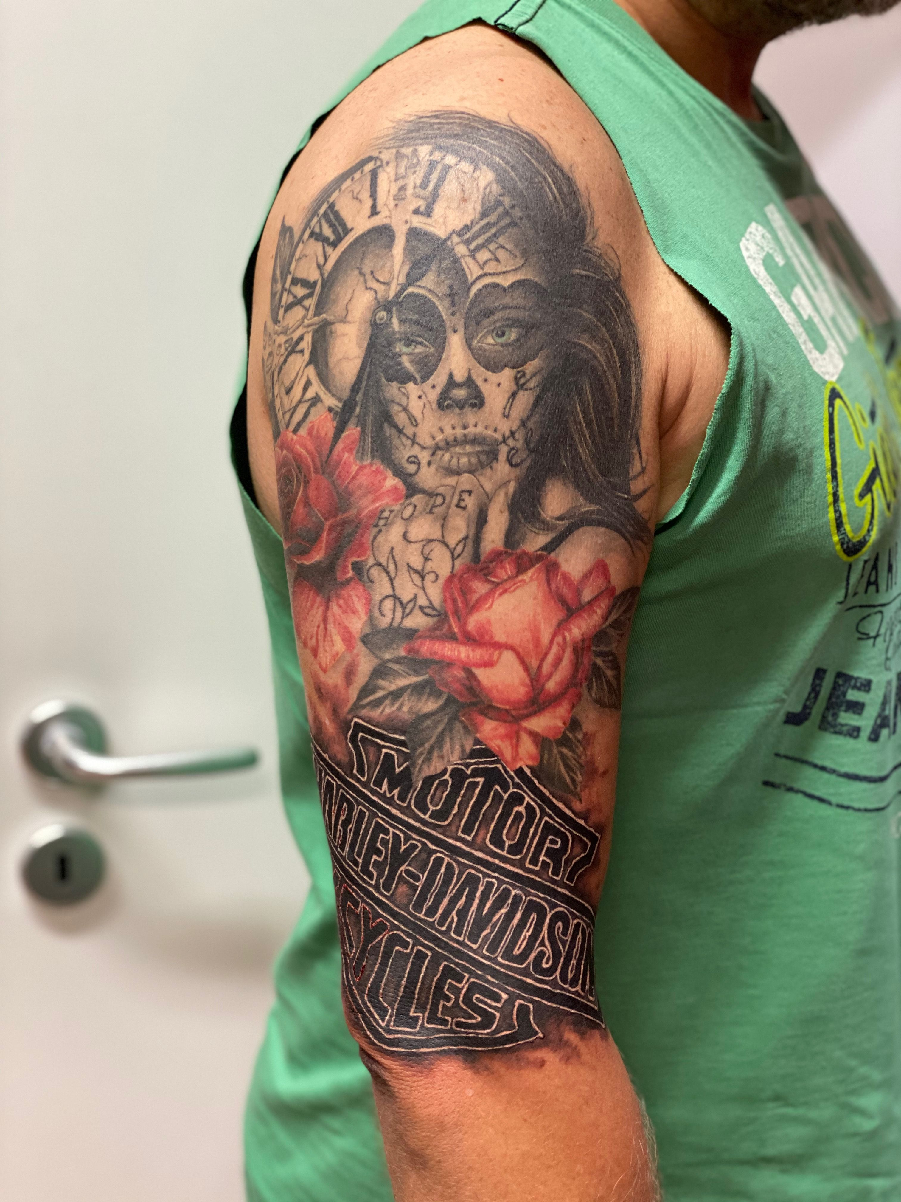 #forlifecolor #tattoo #tattooideas #tattoos #tattoorosenheim #tattoogirls #tattoomen #ink #inked #inkedmen #inkedgirl #inkmagazine #inkmaster #tattooer #tattooist #tattoorealistic #tatts #inkedgirls #inktattoo #black #blackandgreyink #blackandgrey #inks #inktattoo #colortattoos #harleydavidson #sleevetattoos #harley