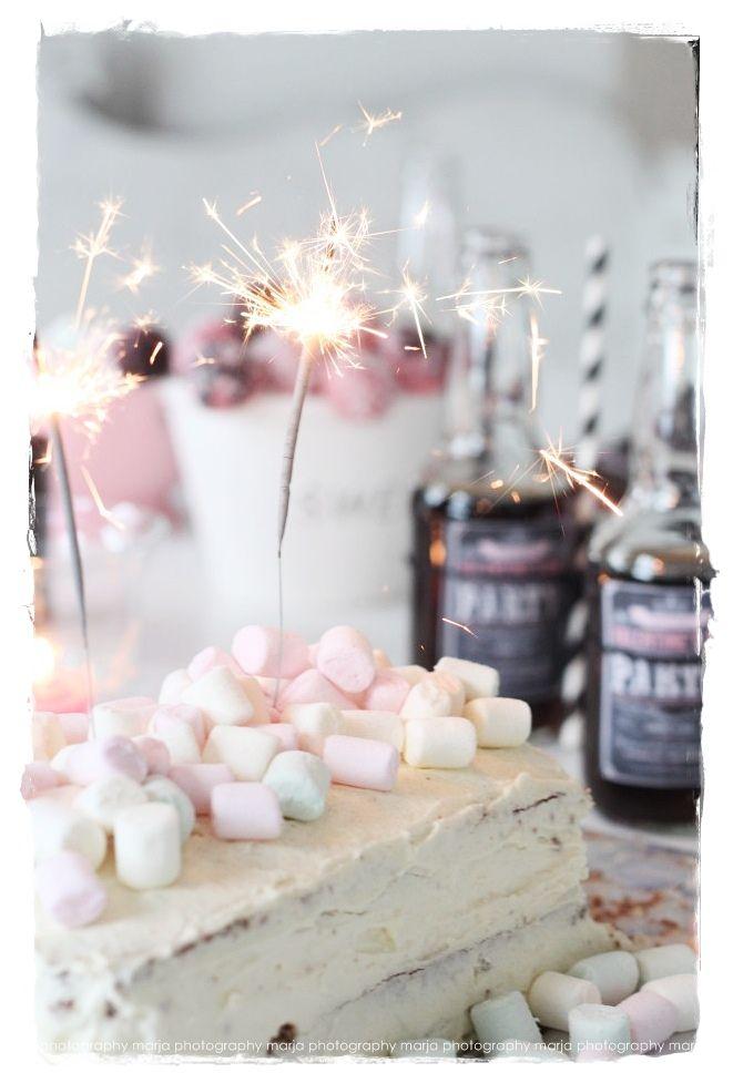 let´s party | Vaaleanpunainen hirsitalo