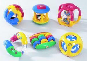 conjunto de juegos sonajeros y para agita rodar agarrar colores muy