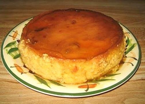 ☀  FLAN DE MAMEY  2 tazas de dulce de mamey  2 latas de leche evaporada  10 0z de leche condensada  5 huevos  8 oz. queso crema  pizca de sal    caramelo:  1 taza de azúcar  2 cdas de agua  Preparación  1. Prepare en caramelo en el molde donde va a hacer el flan.  2. Mezcle todos los ingredientes en el osterizer o batidora .  3. Vierta en el molde preparado. Ponga el molde encima de otro mas grande, con agua caliente . No debe caer agua al flan .  4. Hornee a 350 por 1 hora y 15 minutos.☀