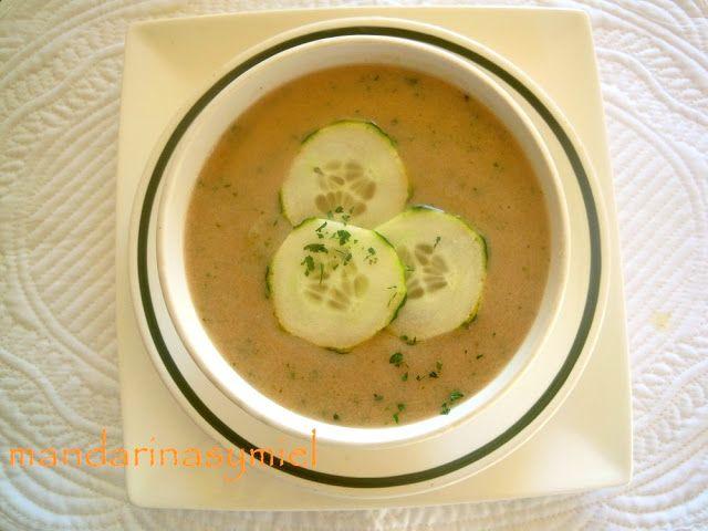Cocineros del Mundo: Recetas del Reto de Junio, un reto muy verde... Pepinos o AguacatesSopa fría de pepino y tomate del blog Mandarinas y Miel