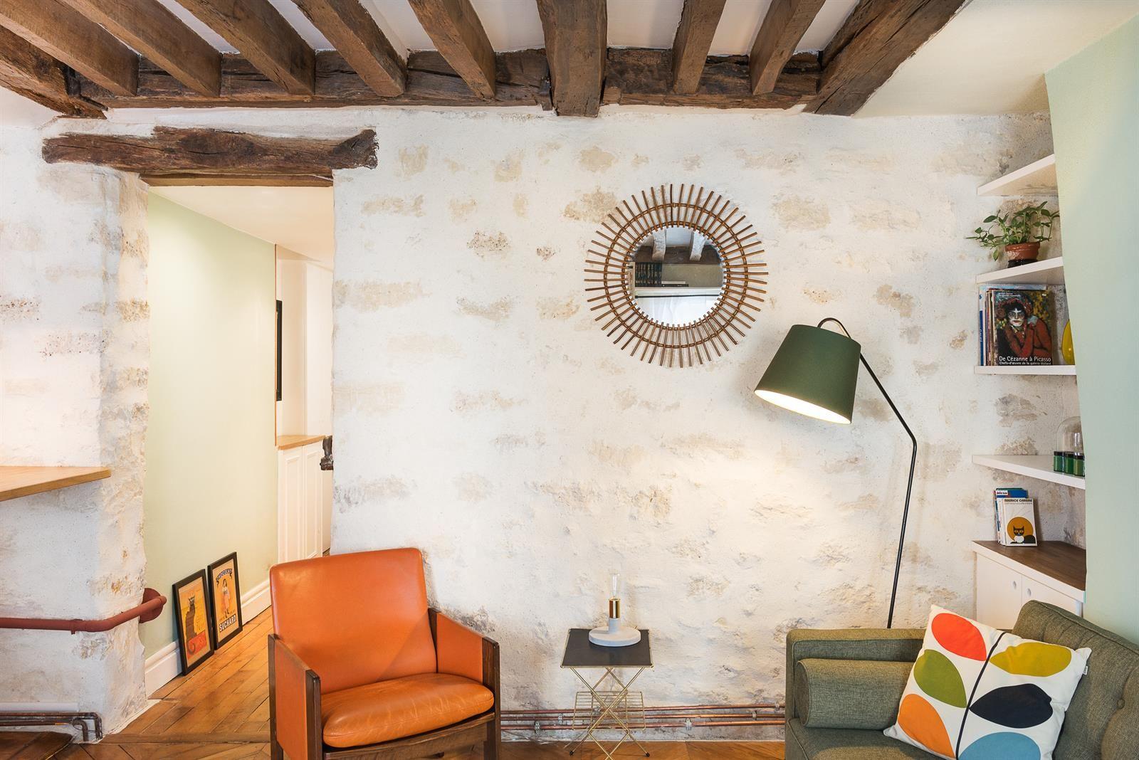 Salon avec poutres et murs anciens apparents | STYLE VINTAGE ...