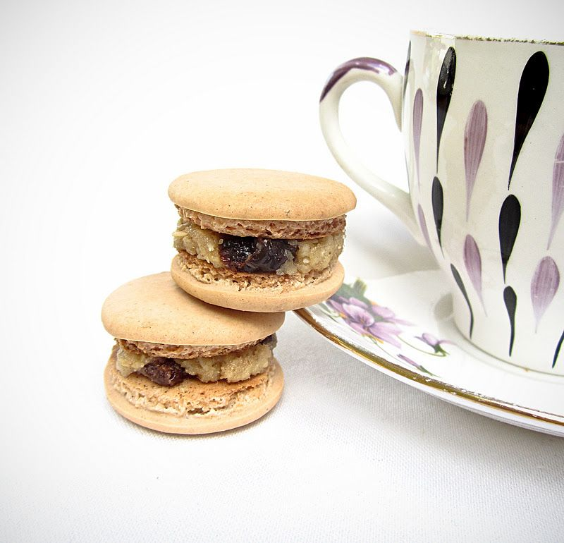 Top with cinnamon: Oatmeal Cookie Dough Filled Macarons