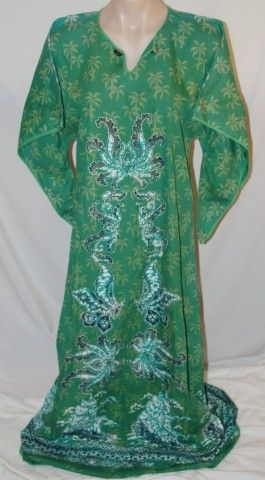 Huge Sale of Vintage and Vintage Inspired Clothing at www.vintagemoi.com.au Green kaftan with Batik Print. On Sale $11
