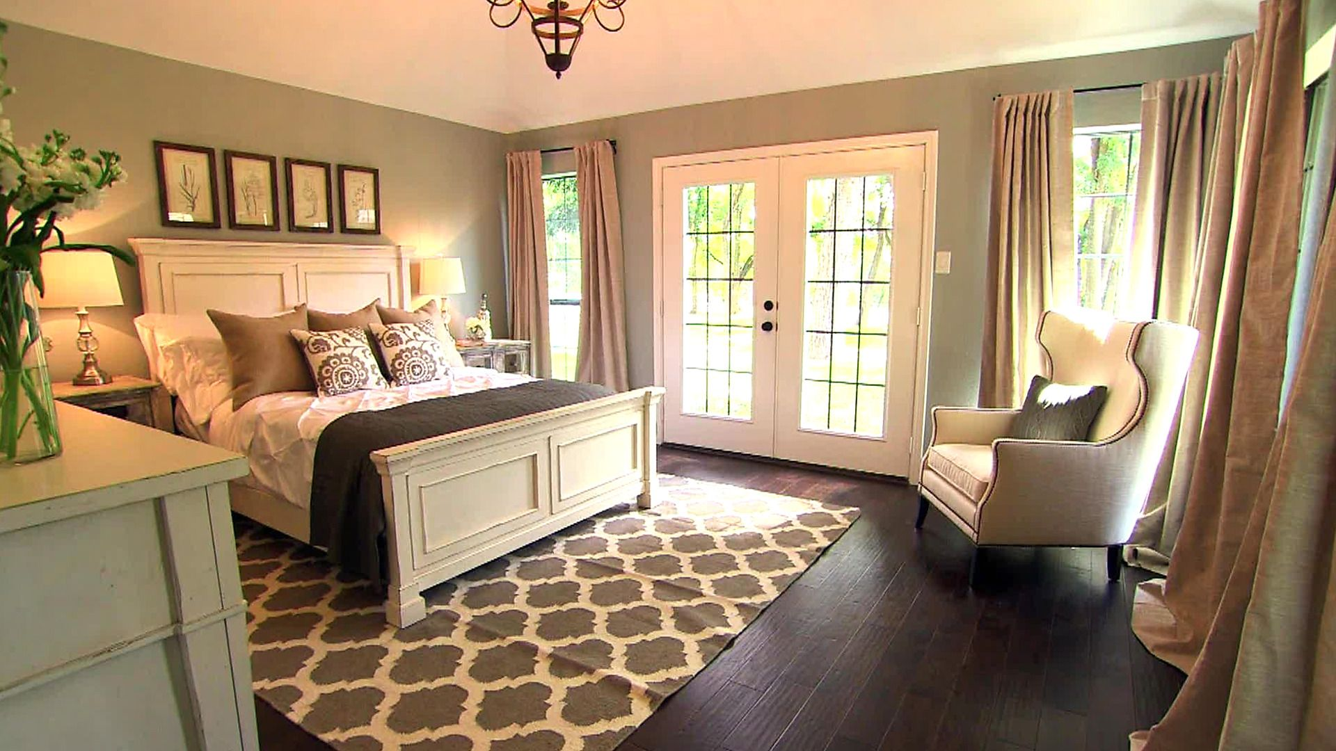 Old and new for indoor or outdoor design with fixer upper for Fixer upper bedroom designs