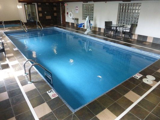 Cheap Pet Friendly Hotel With Images Pet Friendly Hotels Red