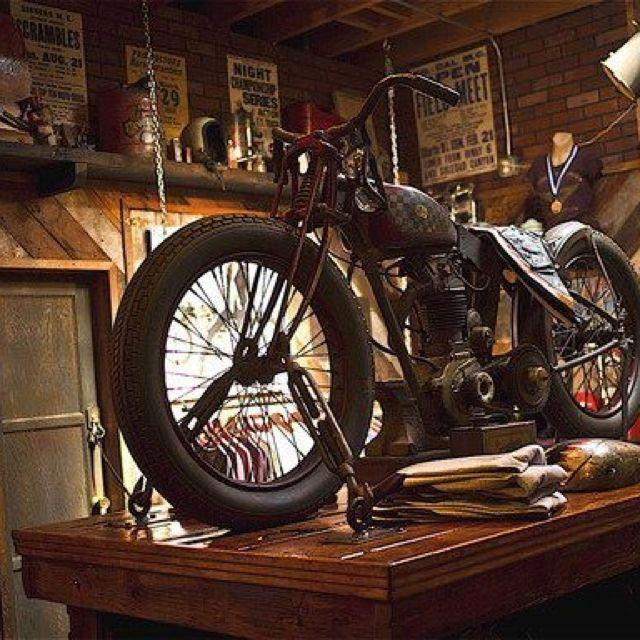 Car Garage Loft Retro Style: Vintage Garage (checkered Tank)