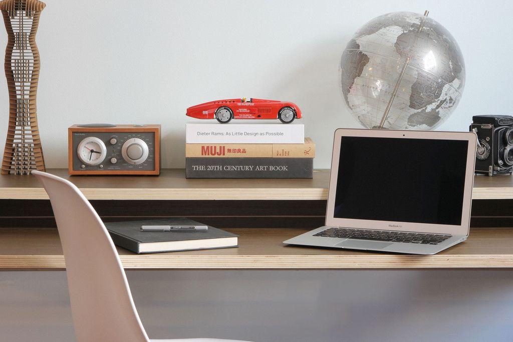 Escritorio minimalista de pared     http://blogueabanana.com/estilo-de-vida/110-deco/926-float-wall-desk.html