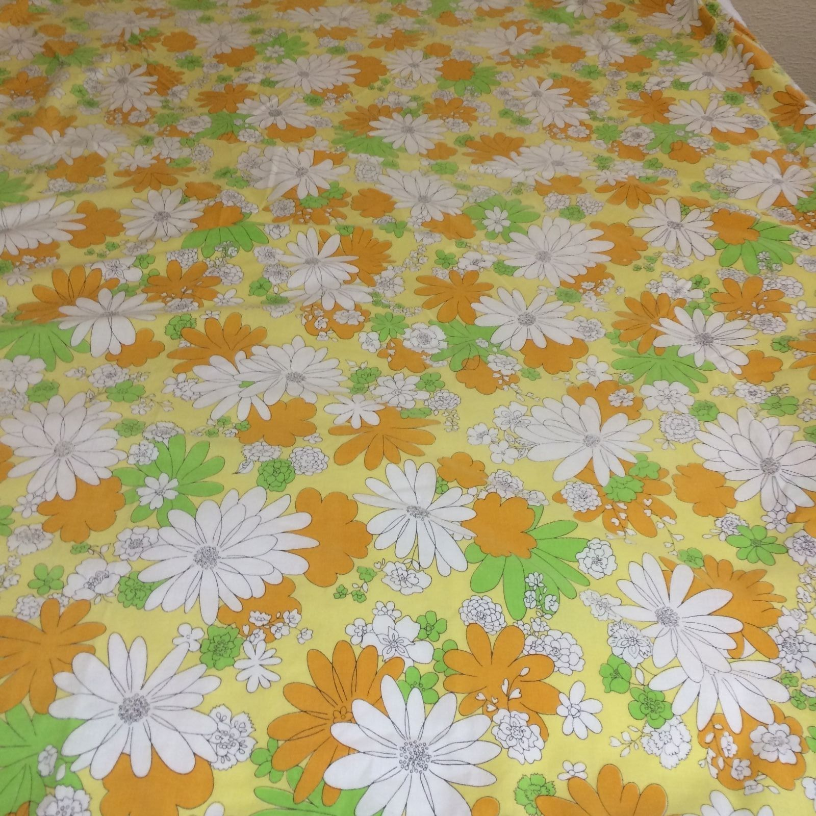 Vintage Cannon Monticello No Iron Muslin 50 Polyester Cotton Bed Sheets Flower Fl Green Orange And White Daisies On Yellow Background