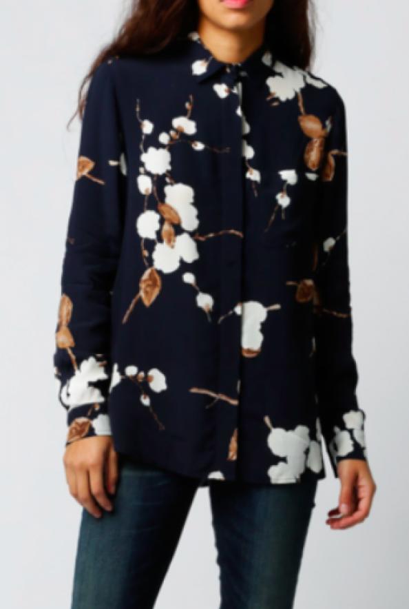 6673ba77ab68 Lej denne mønsterede Ganni skjorte str. 38 for kun 40 kr. om dagen på  RentAtrend. Den populære ryder crepe skjorte. Lejes ud