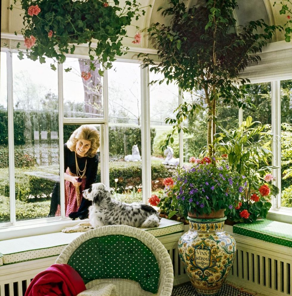 These Dreamy Garden Rooms Are A Soul Soothing Feast For The Eyes Garden Room Classic Garden Potted Geraniums