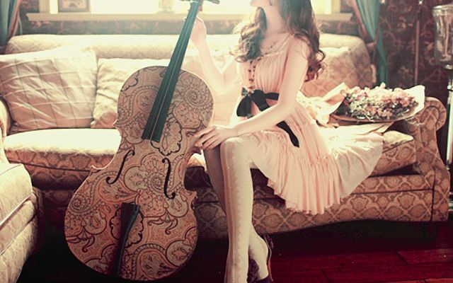 The bass really adds elegance to the whole outfit