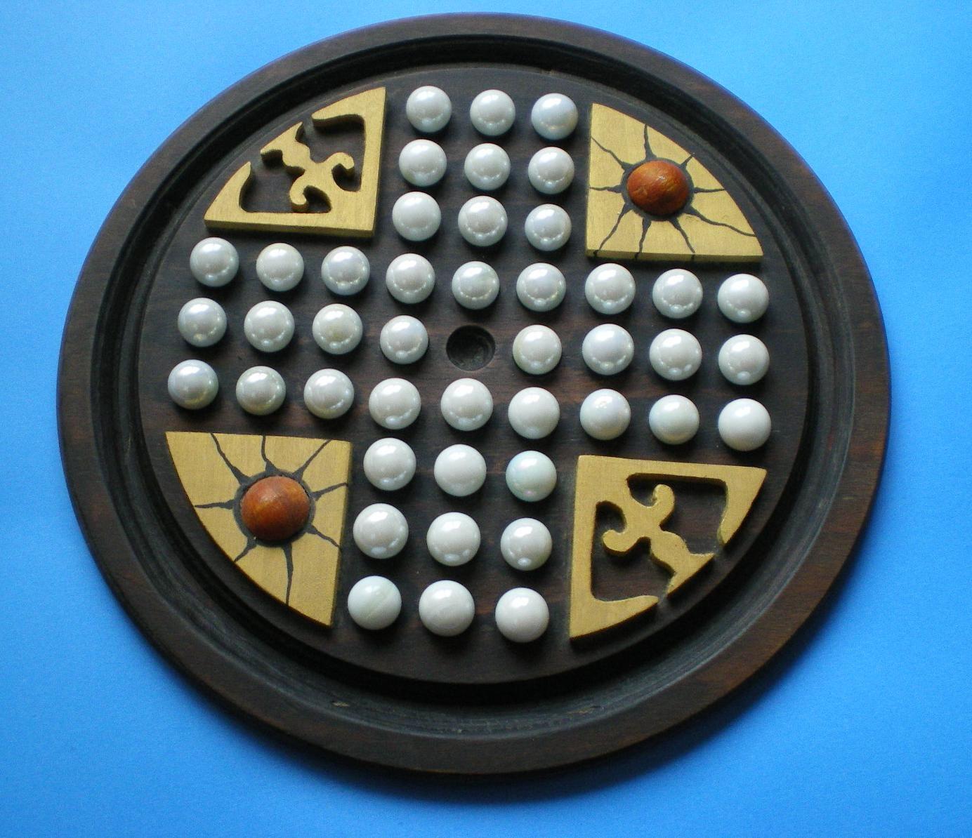 Wiegleb board Diy puzzles, Marble solitaire, Peg board