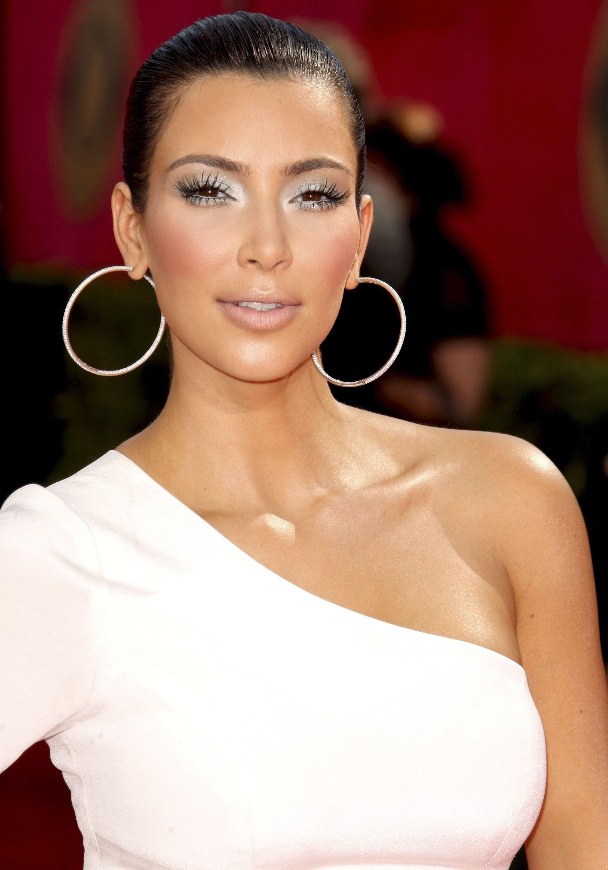 White dress eye makeup - Find This Pin And More On Looks Makeup Grey Silver Eyes Kim Kardashian White Celebrity Dresses
