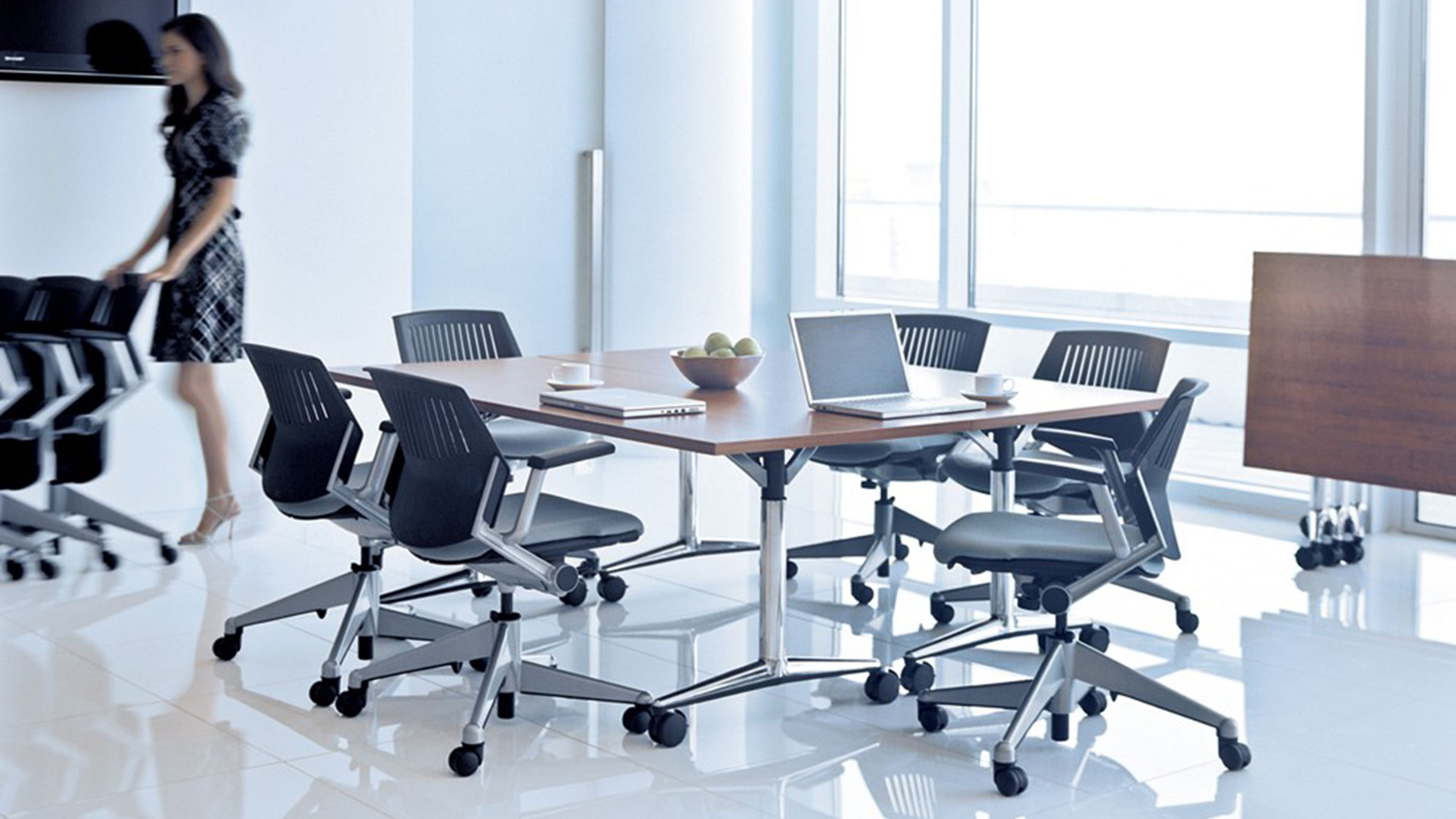 Akira MultiPurpose & HeightAdjustable Table Steelcase