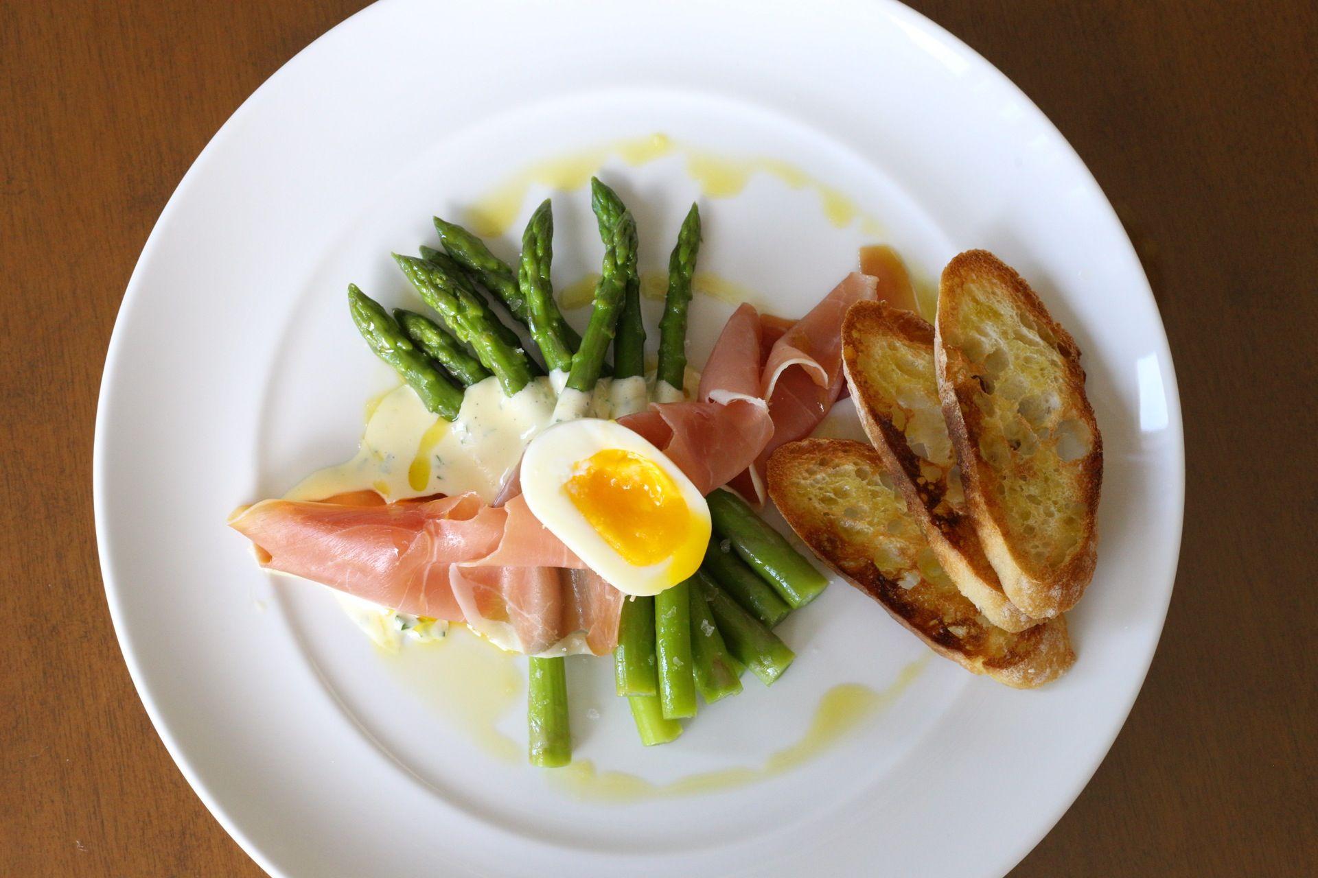 Serrano Ham, Asparagus, Hollandaise, 6 Minute Egg