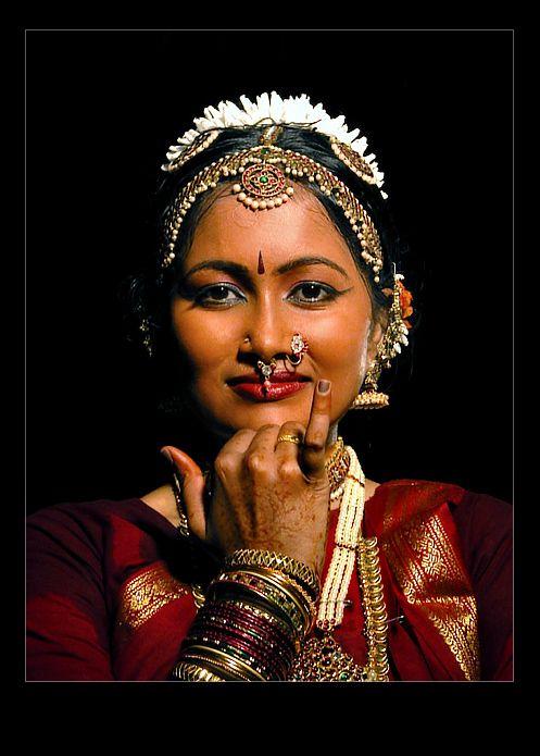 Classical Indian Dance...Bharatanatyam - Temple Illuminatus