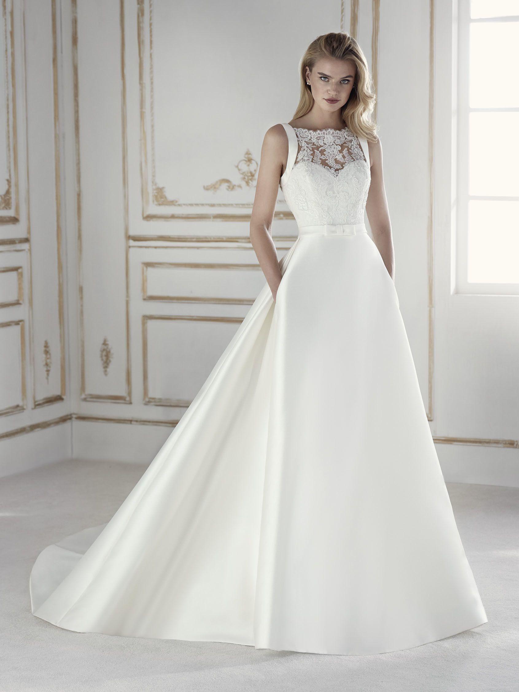 Elegantes, tailliertes Brautkleid im Prinzessin-Stil. Kleid mit ...