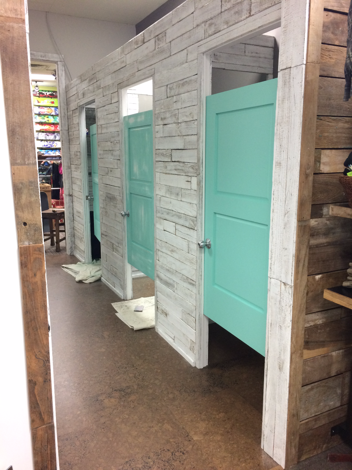 Fitting Room Designs For Retail: Reclaimed Wood Wall And Dressing Rooms At Sunrise Surf