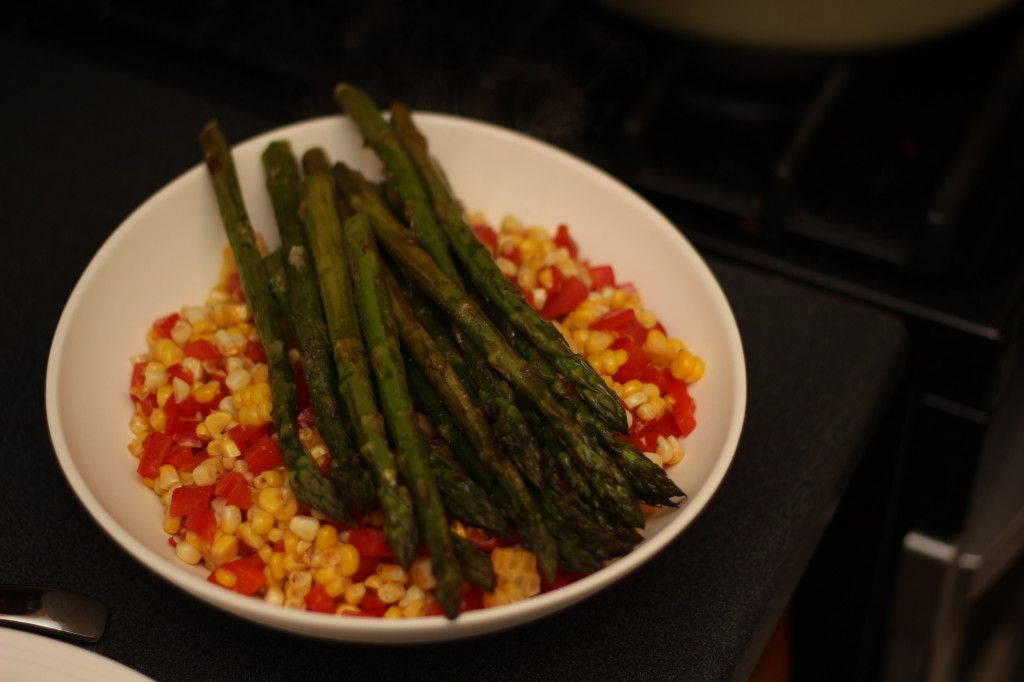 WARM CORN AND BELL PEPPER SALAD WITH ASPARAGUS FROM AMATEUR OMNIVORE