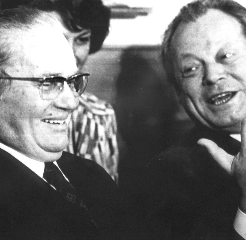 Josip Broz Tito Neue Biografie Beleuchtet Jugoslawischen Diktator