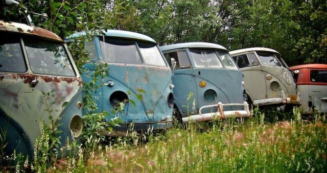 Looking For Old Air Cooled Vws Classic Cars Kelowna Kijiji Vintage Vw Bus Vw Bus Abandoned Cars