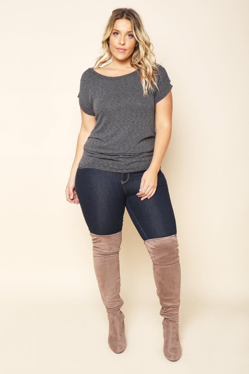 f90f35fa1597 Thick and sexy blonde beauty Stephanie Viada