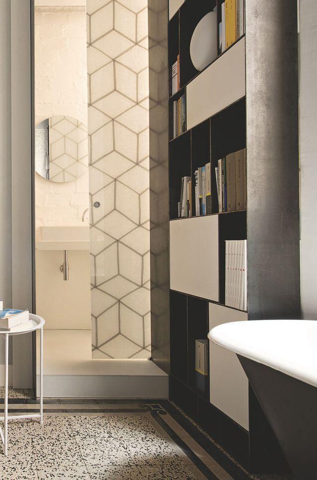 Appartement Milan  un 70 m2 contemporain et traditionnel Interiors - pose de porte coulissante
