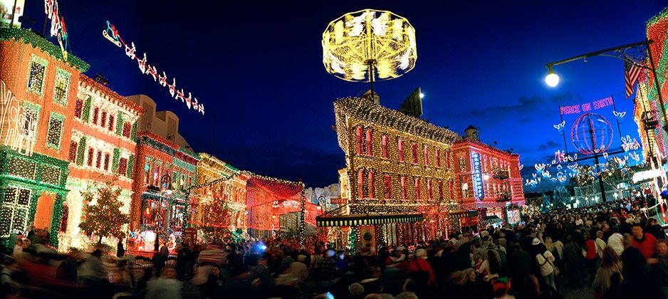 Experience The Osborne Family Spectacle of Dancing Lights! Colorfulplaces.com #DisneyWorld #Christmas #TravelGuide