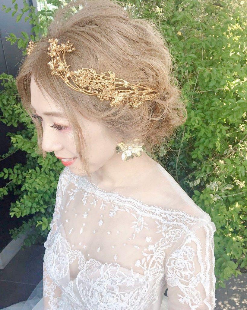 ゴールドのヘッドドレスとピアスがとてもかわいい 枝のような