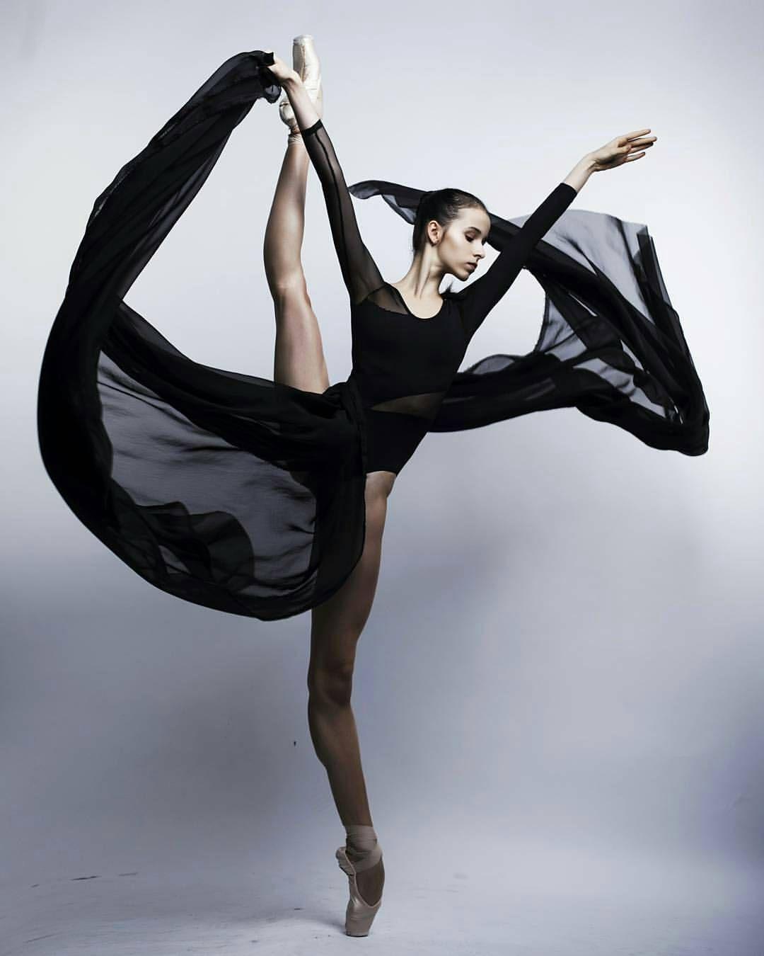Stunning.   Amazing dance photography, Dance pictures