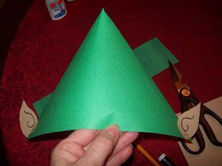 Easy, Fast, and Cheap Holiday Craft – The Elf Hat! » Frugal and Fun Mom/ Mom Blog, Reviews, Giveaways, Family Fun