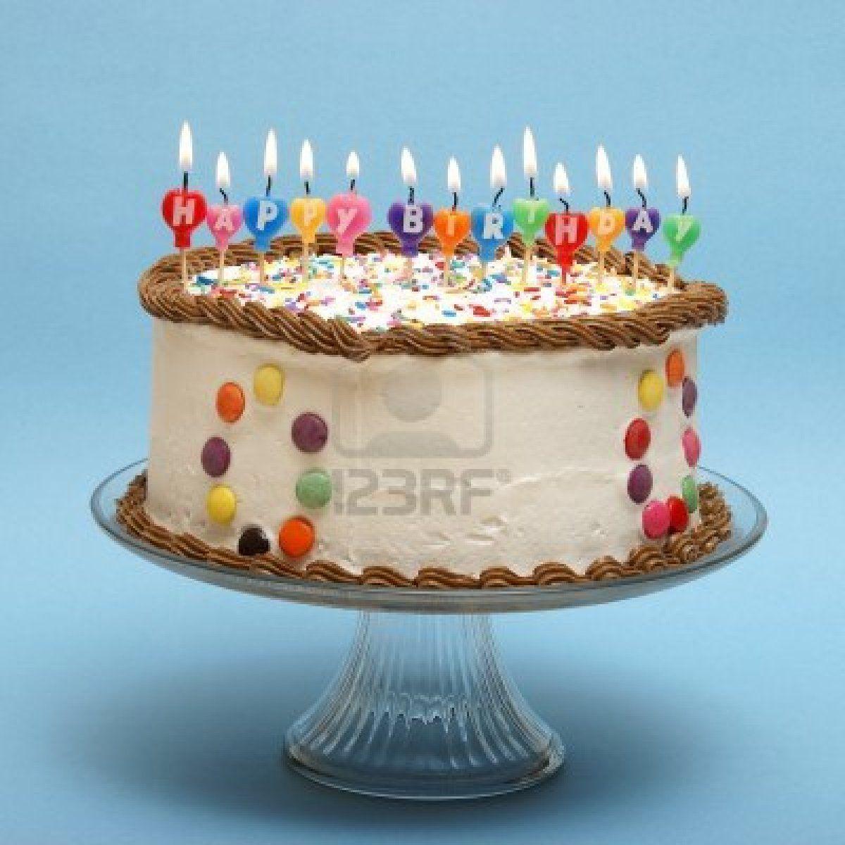 Ein Kuchen Und Kerzen, Die Alles Gute Zum Geburtstag Zu Lesen. Stockfoto    9779407